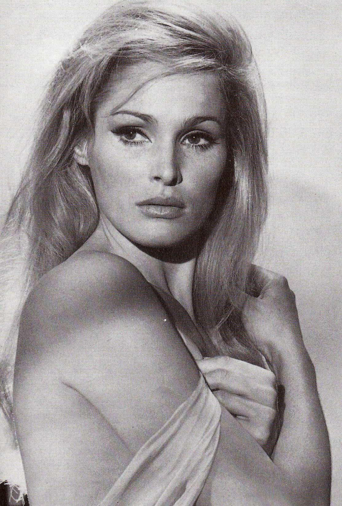 Ursula Andress - Gallery Colection