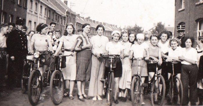 38 Vrouwenwielrennen op de Volksplaats