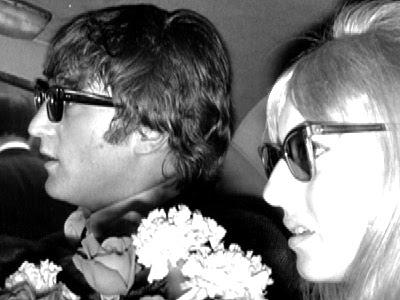 55 jaar geleden trouwde John Lennon met CynthiaPowell