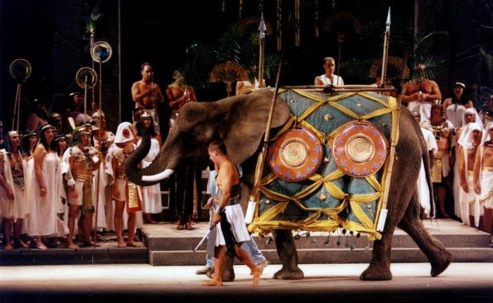 Operaregie of het nut vanolifantenpoten
