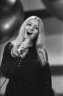 21 Eurovision_Song_Contest_1970_-_Mary_Hopkin_1