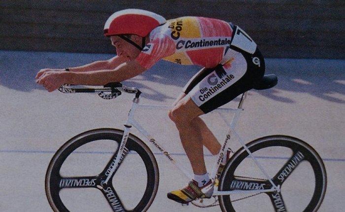 25 jaar geleden: Graeme Obree herovert zijn uurrecord opBoardman