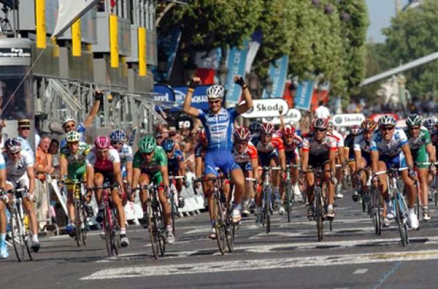 Tien jaar geleden: Tom Boonen wint op de ChampsElysées