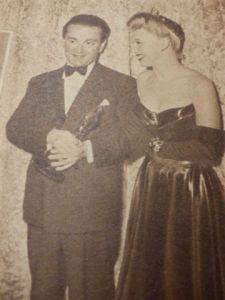 55 ginger rogers geeft oscar aan miklos rozsa voor beste muziek 1946