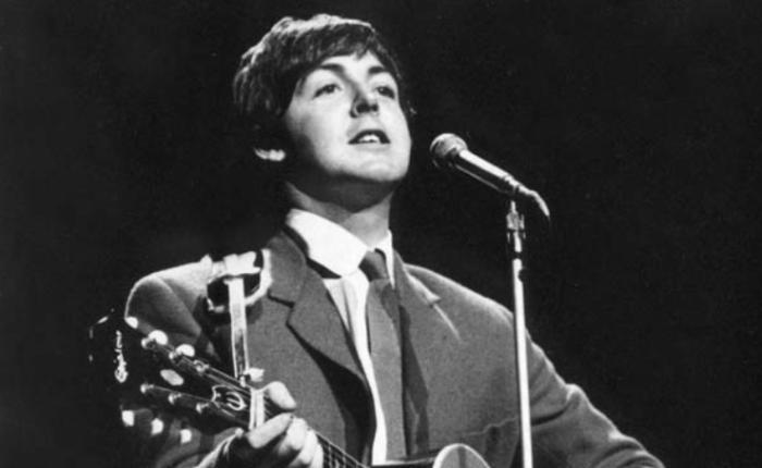 """55 jaar geleden: Paul McCartney neemt """"Yesterday"""" op"""