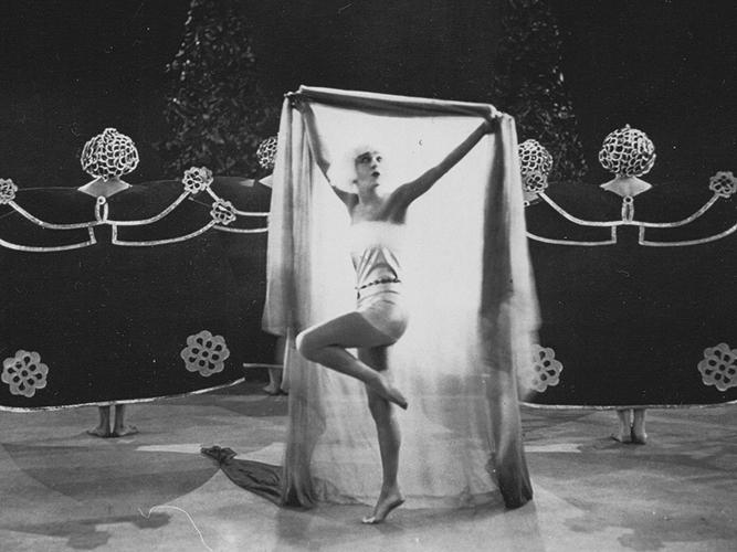 55 alla_nazimova in salome 1923