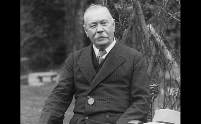 Arthur Conan Doyle(1859-1930)