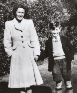 87 Tante Mimi & John Lennon