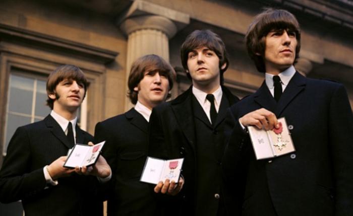 55 jaar geleden: The Beatles krijgen een MBE op BuckinghamPalace