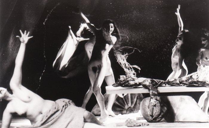 """35 jaar geleden: """"Donna Giovanni"""" door LesDivas"""