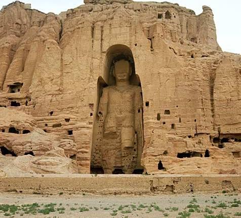 Vijftien jaar geleden: de taliban verwoesten monumentaleBoeddha-beelden