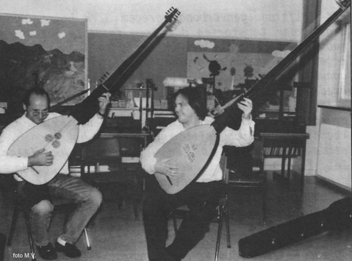 79 chitarrones
