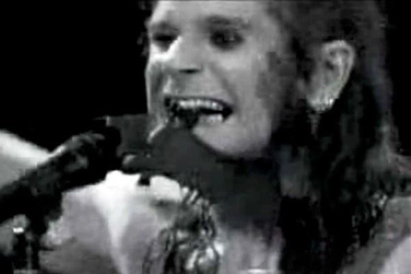 35 jaar geleden: Ozzy Osbourne bijt een vleermuis het hoofdaf