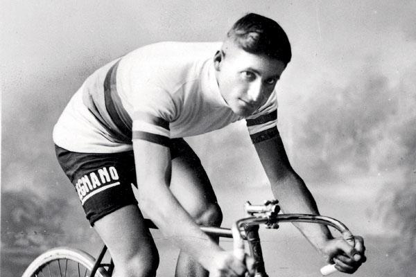 Negentig jaar geleden: Alfredo Binda wordt de eerste profwereldkampioen op deweg