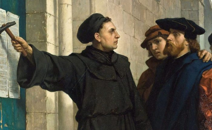 Vijfhonderd jaar geleden: Luther nagelt zijn 95 stellingen op de deur van de kerk teWittenberg