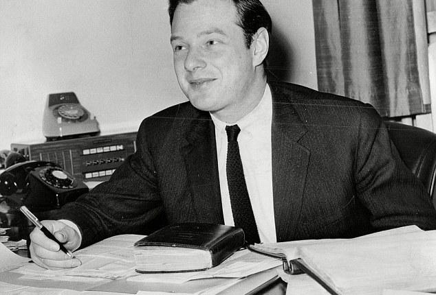 55 jaar geleden: Brian Epstein tekent een contract met TheBeatles