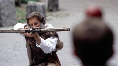 710 jaar geleden: Willem Tell schiet een appel op het hoofd van zijn zoon…not!