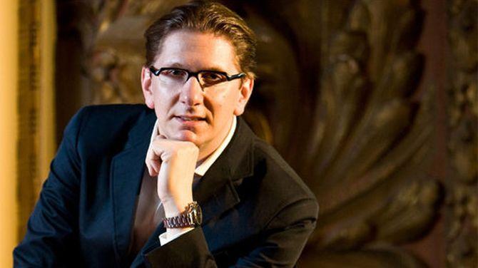Vijf jaar geleden: operadirecteur Aviel Cahn wintN-VA-prijs