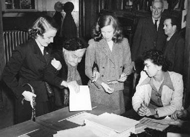 Zeventig jaar geleden: vrouwen mogen in België nu ook aan de parlementsverkiezingen deelnemen
