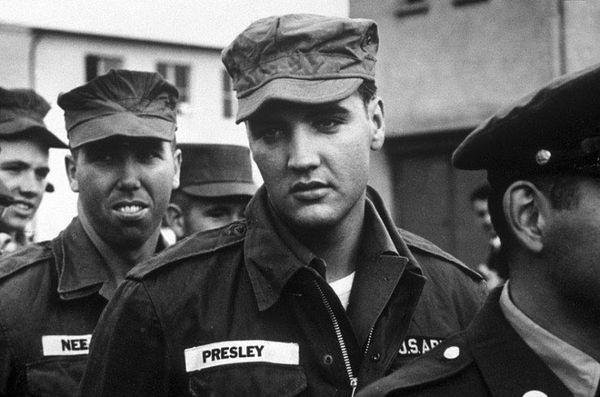 """Zestig jaar geleden: Elvis Presley """"moet"""" naar 'tleger"""