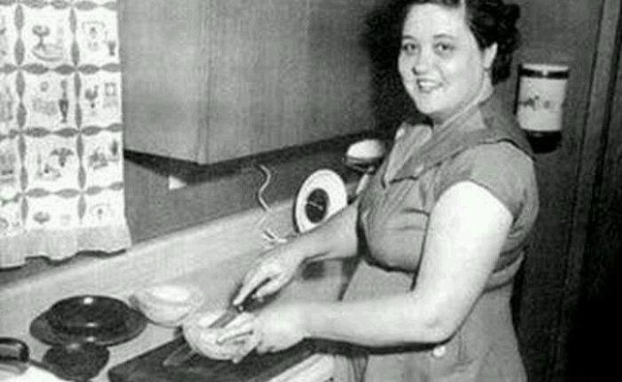 Gladys Presley (1912-1958)
