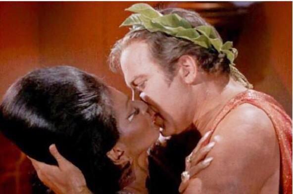 Vijftig jaar geleden: de eerste interraciale kus op de Amerikaansetelevisie