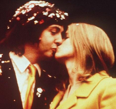 Vijftig jaar geleden: Paul McCartney trouwt met LindaEastman